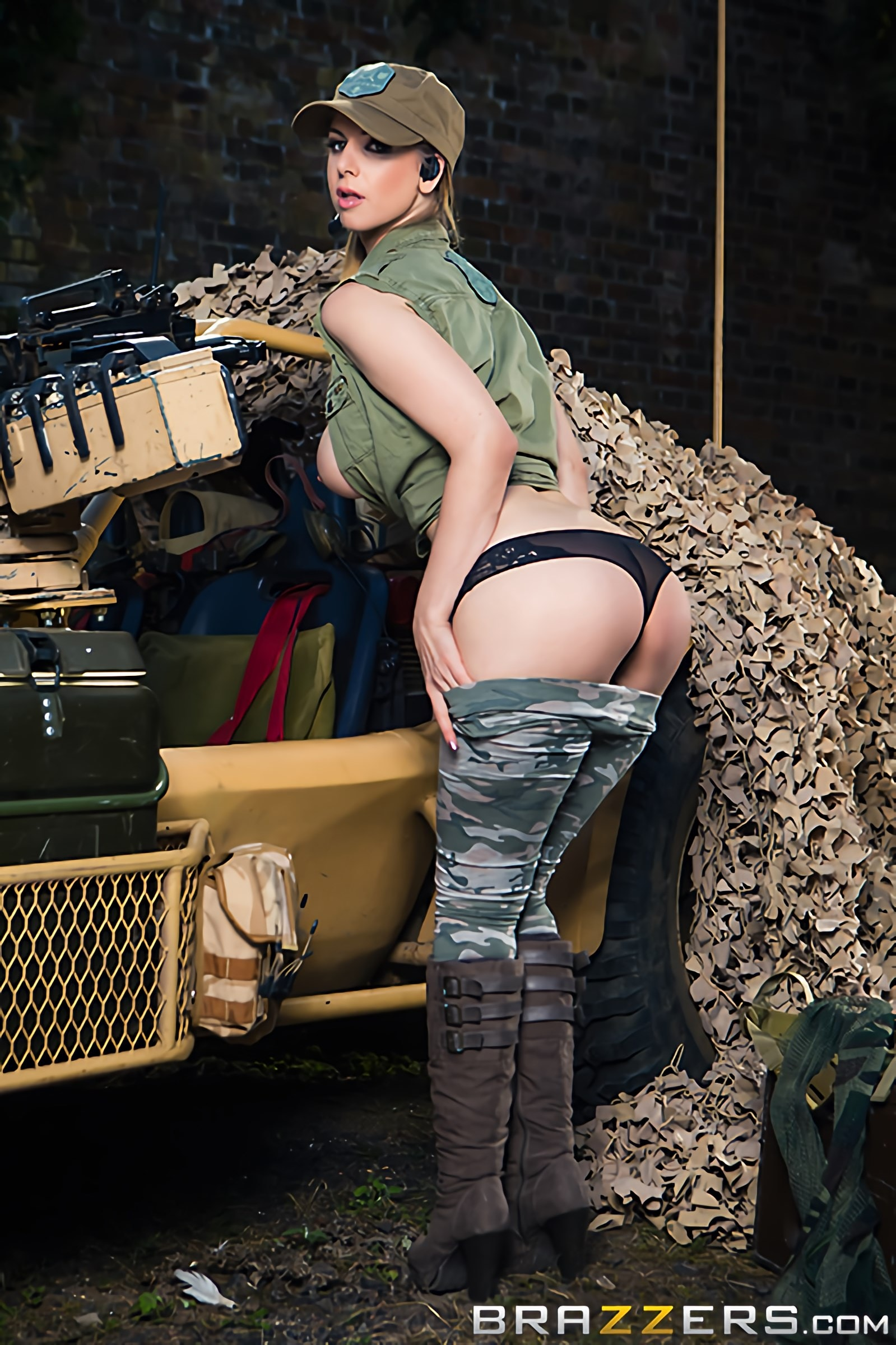 Monique Alexander - Cock Of Duty- A XXX Parody | Picture (11)
