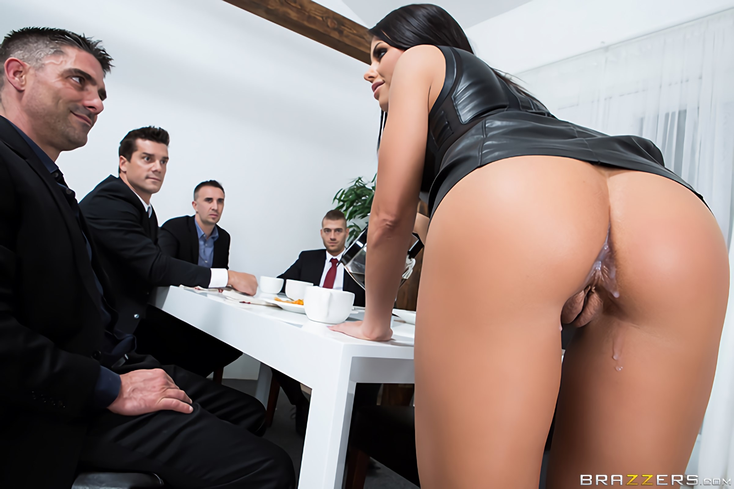 Adriana Chechik - The Dinner Party | Picture (1)
