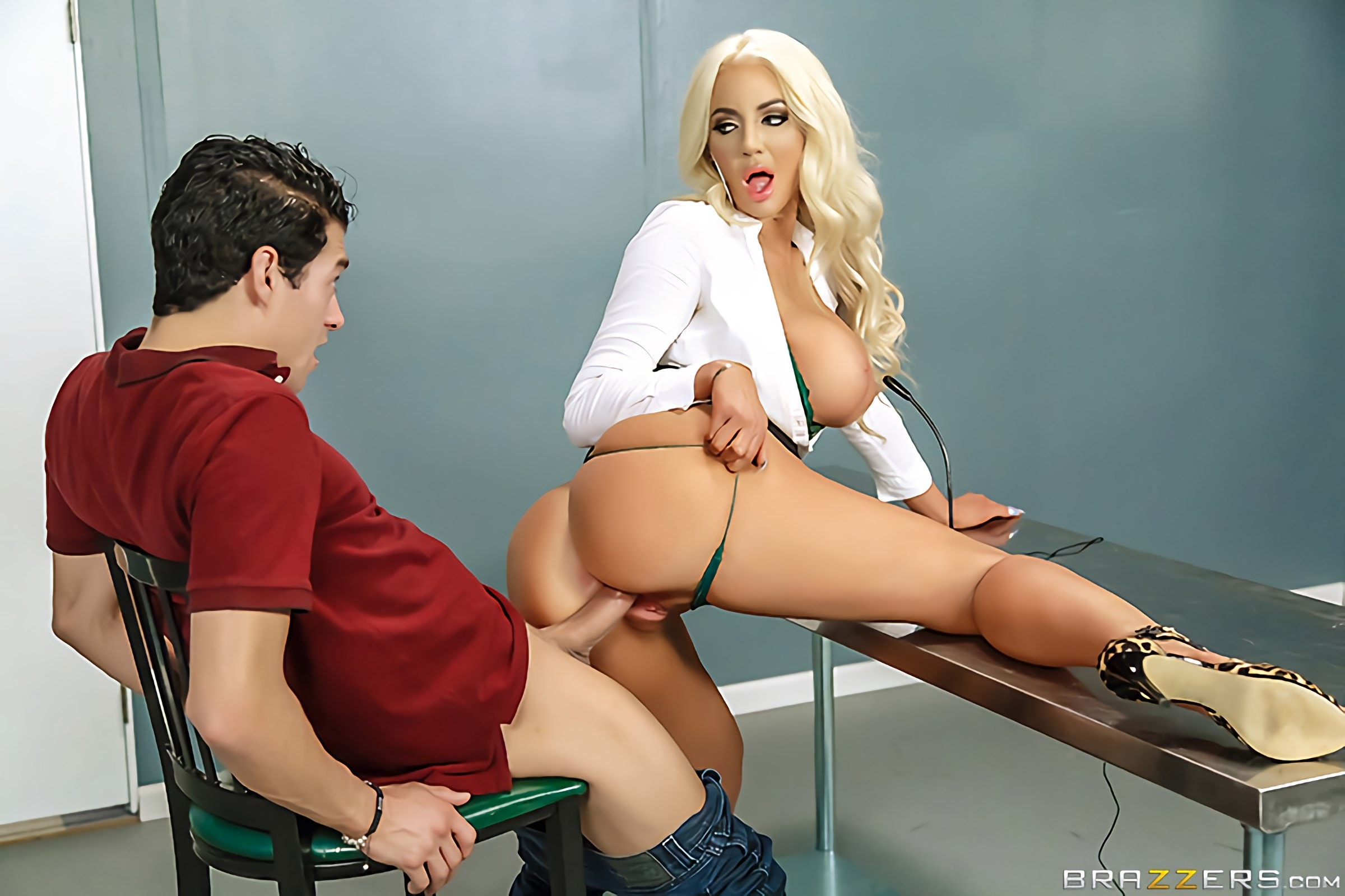 Nicolette Shea - Mind Blowing | Picture (2)