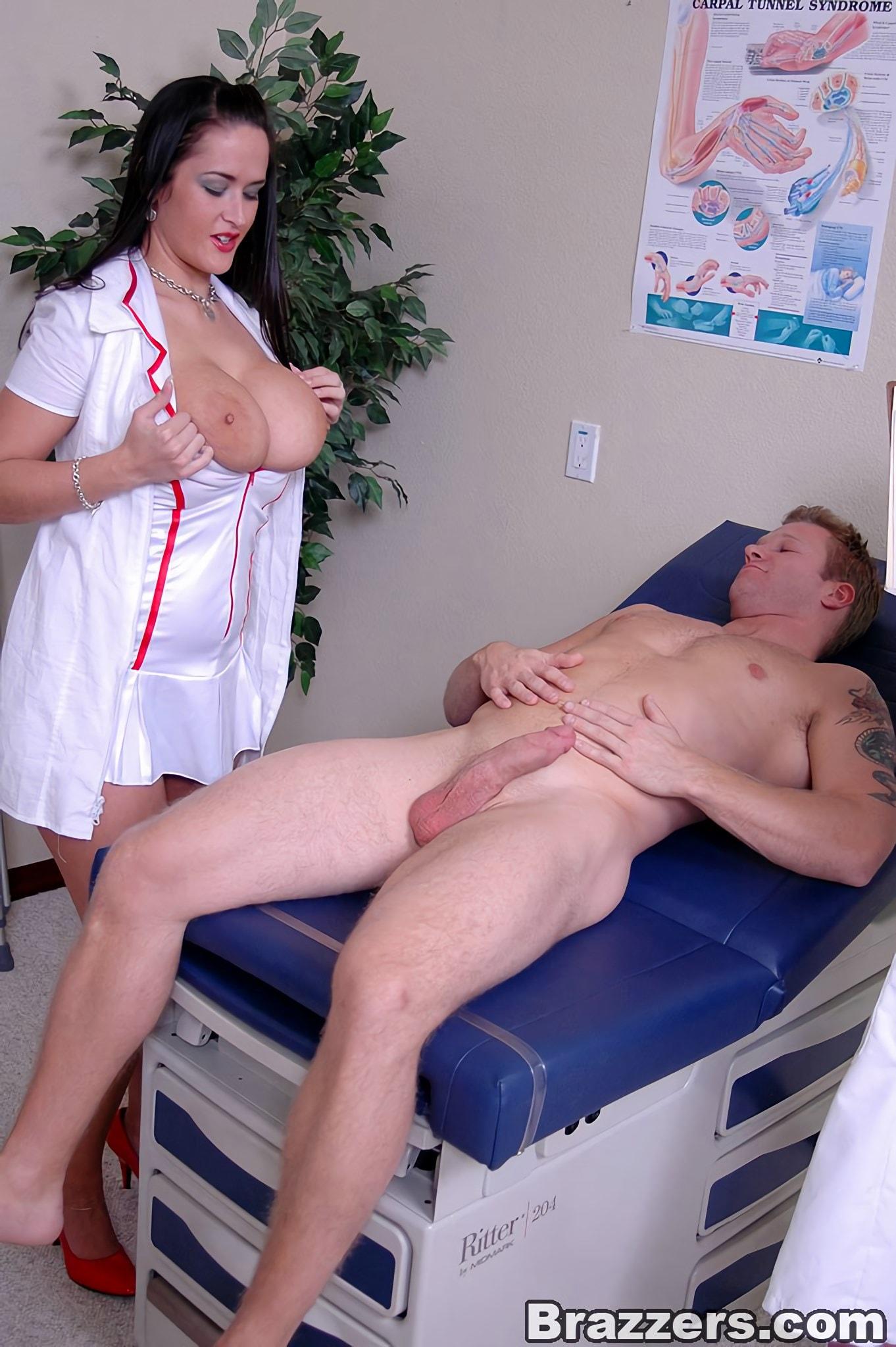 Доктор трахнул красивую проститутку