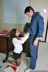Isabella Manelli - Janitorial Duties | Picture (7)