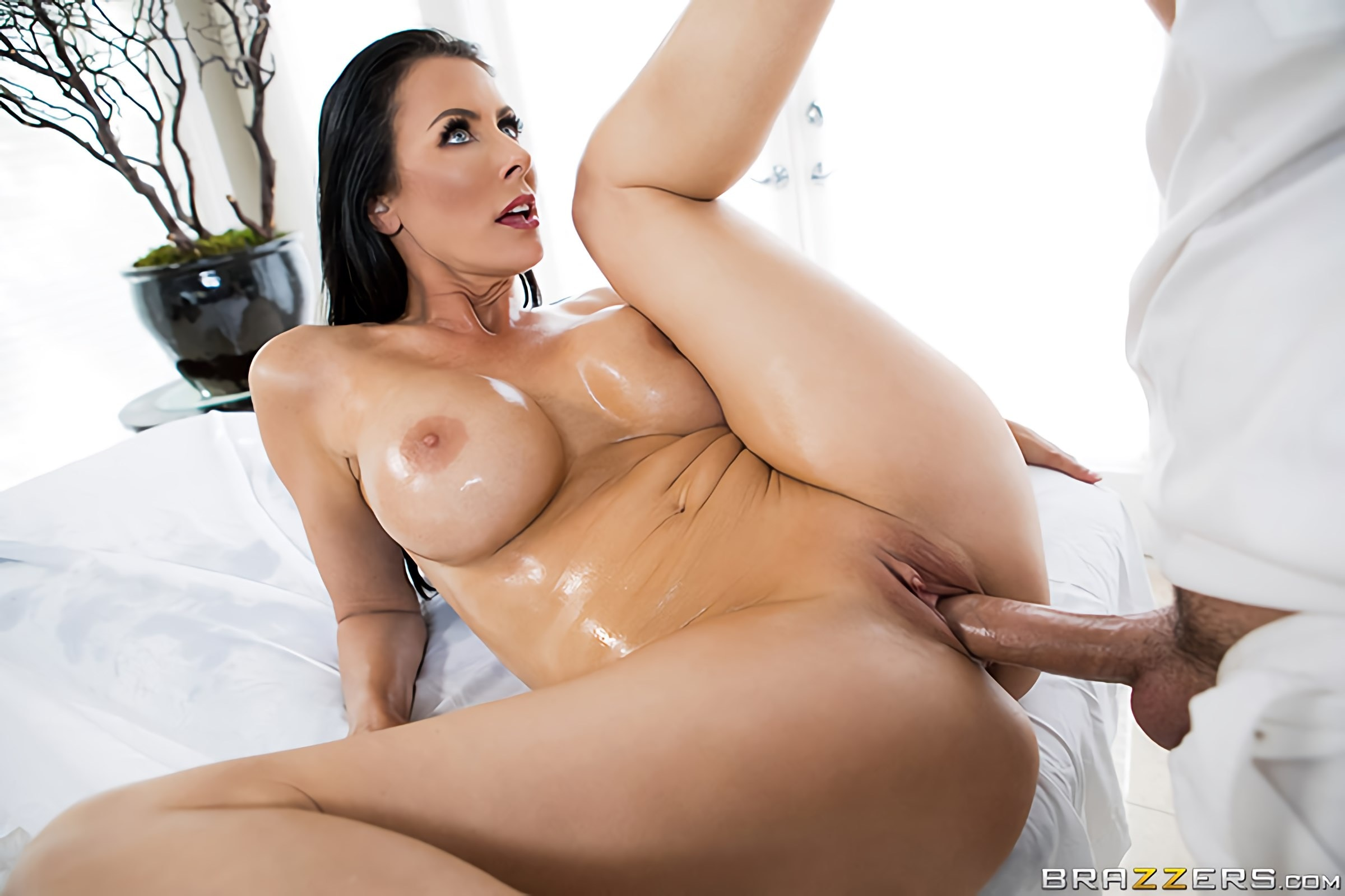 Reagan Foxx - Oil Spill Thrills | Picture (4)