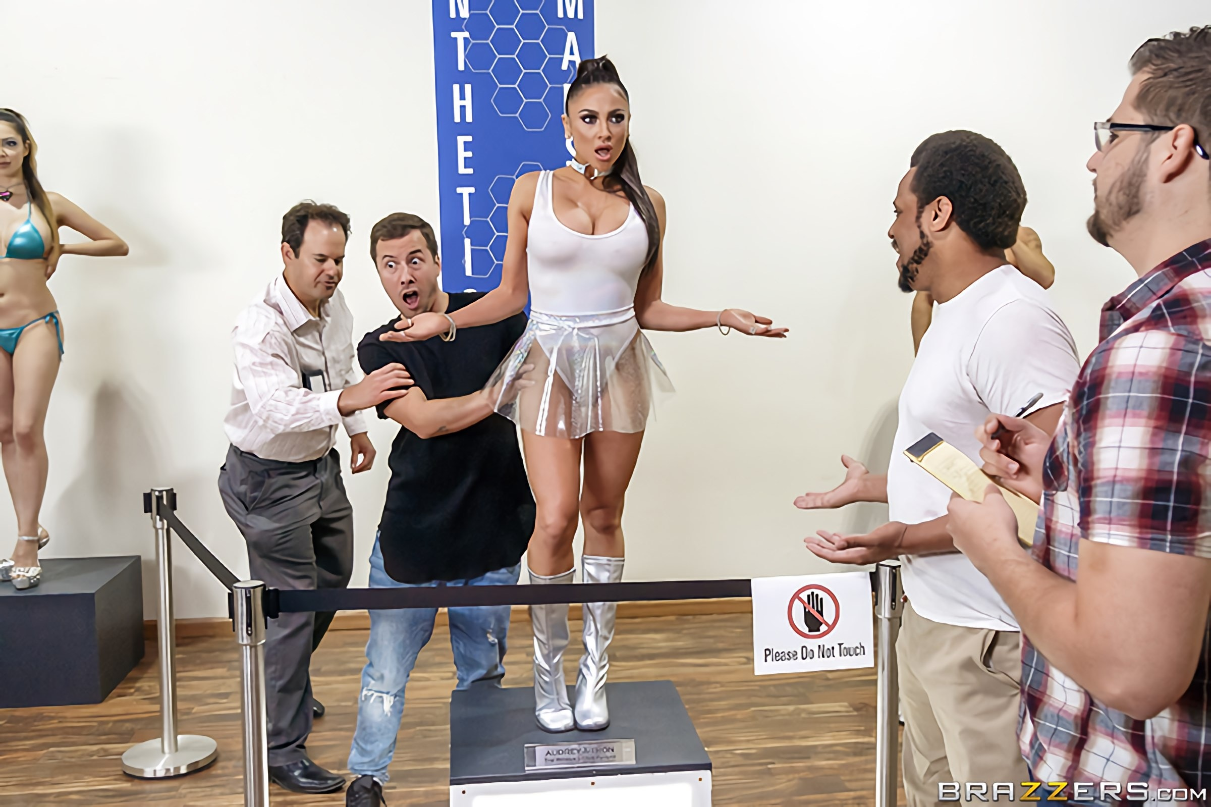 Audrey Bitoni - The Future Is Fucked | Picture (1)