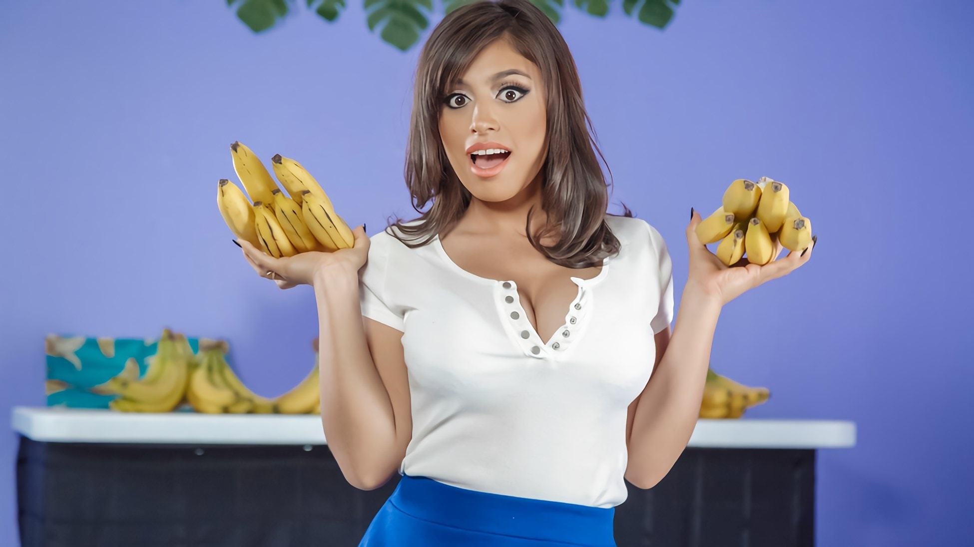 Ella Knox - Busted At The Banana Shop | Picture (6)