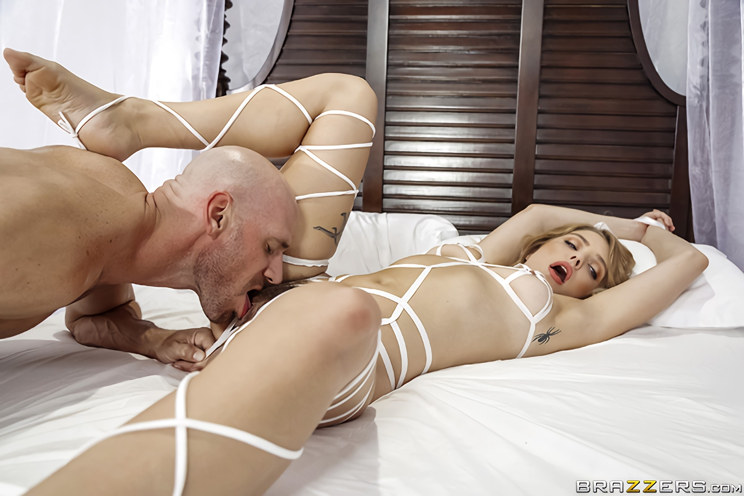 Giselle Palmer - Ribbon Fucking | Picture (1)