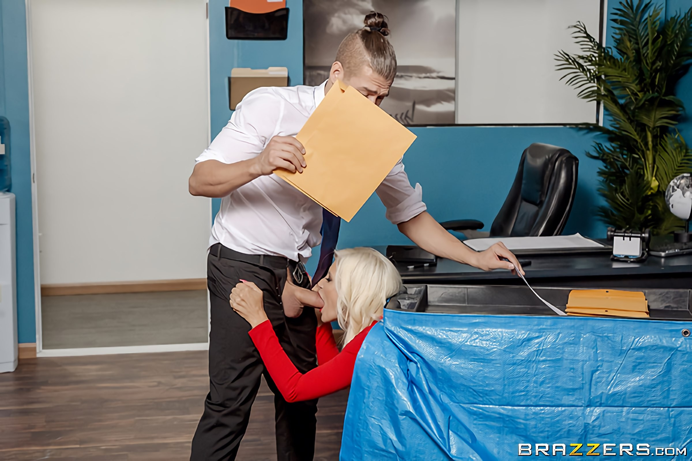 Brittany Andrews - Mixed Message Mailboy | Picture (2)