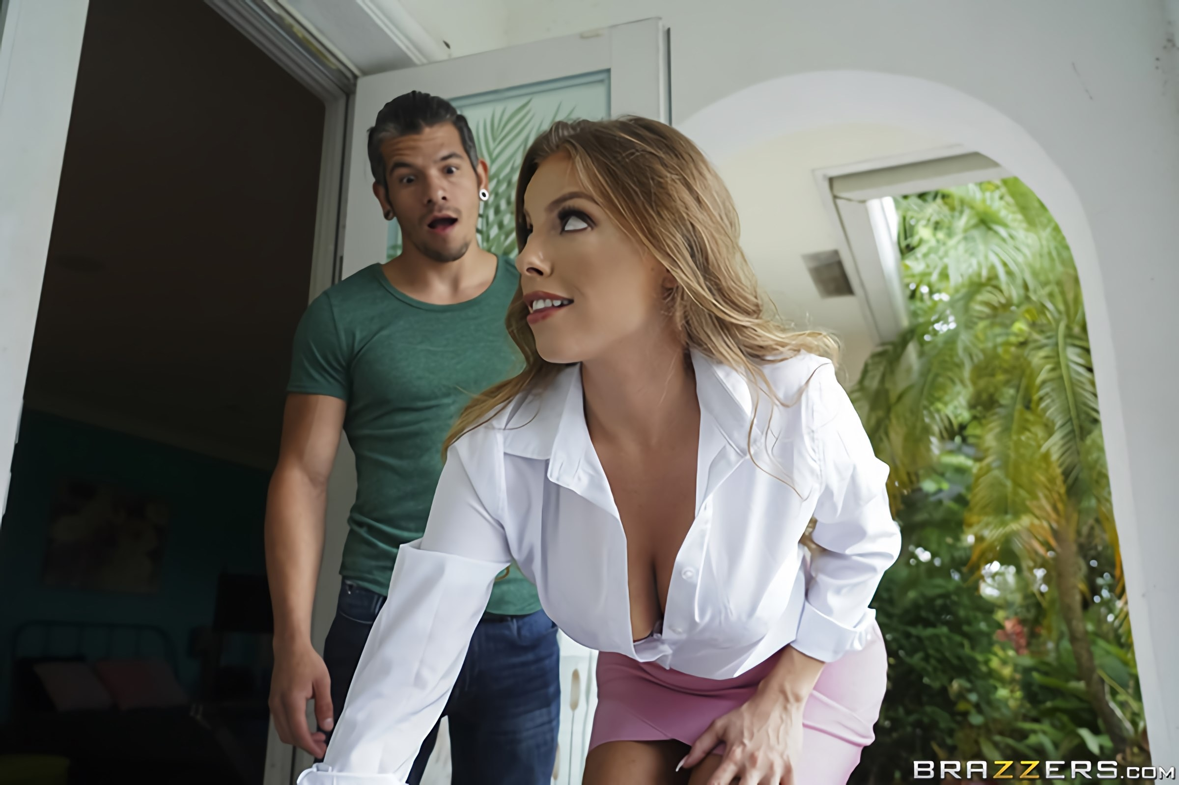 Britney Amber - Sampling New Goods | Picture (1)