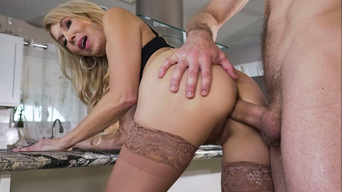 Erica Lauren in Cock Blocked By Mom