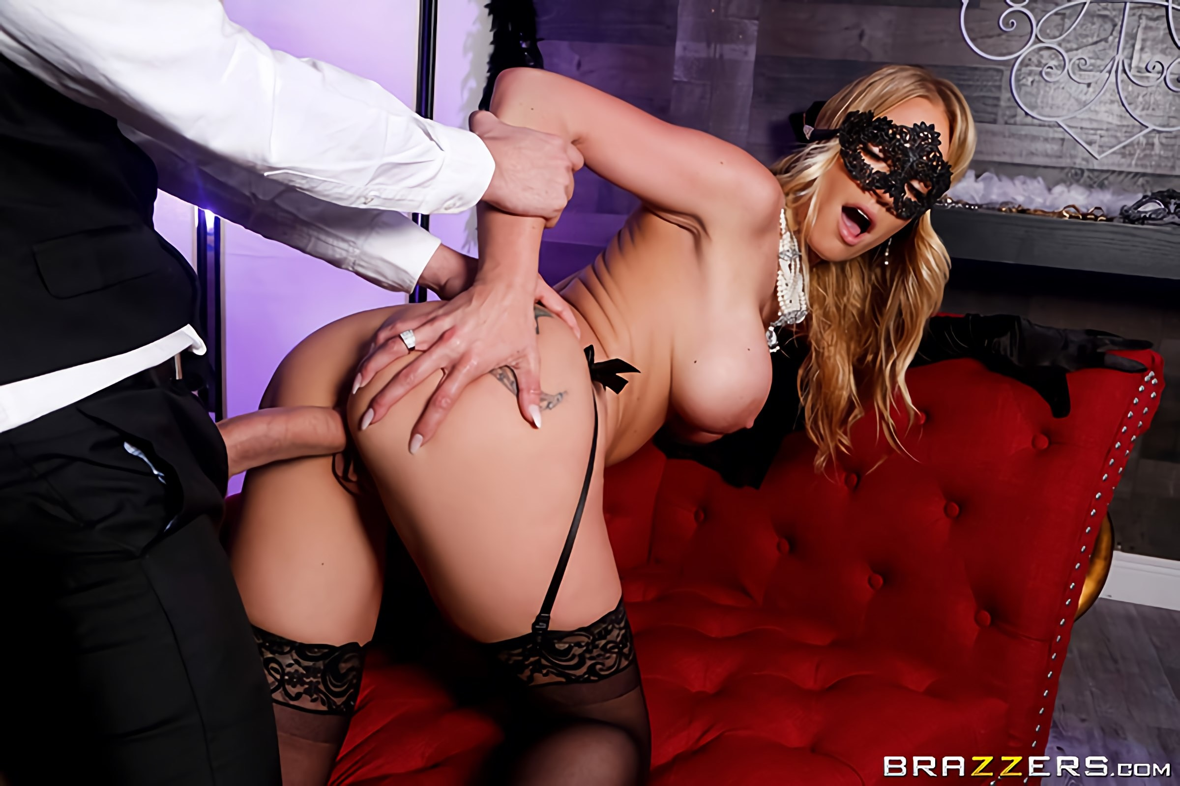Rachael Cavalli - Masquerade Ball-Sucking | Picture (4)