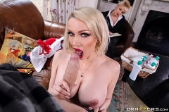 Amber Jayne - Door To Door Rub And Tug | Picture (3)