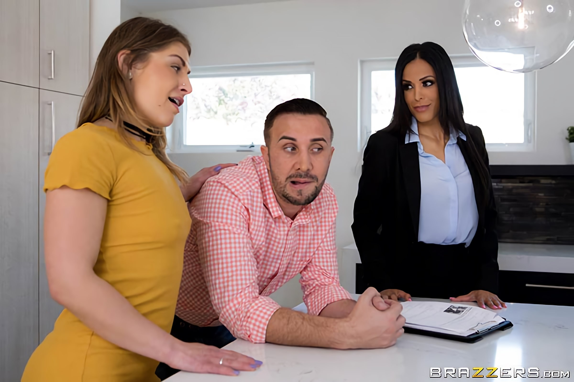 Layla Sin - I Need Some Excitement | Picture (1)