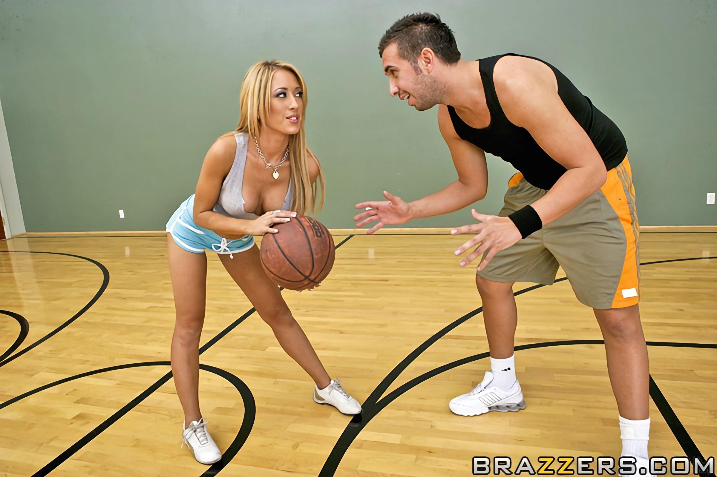 seks-vtroem-smotret-seks-basketbolistok