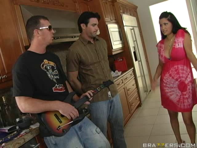 Sophia Lomeli in Virgin Fucks Mommy