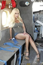 Gina Lynn - Sex on a Plane | Picture (1)