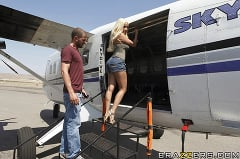 Gina Lynn - Sex on a Plane | Picture (5)