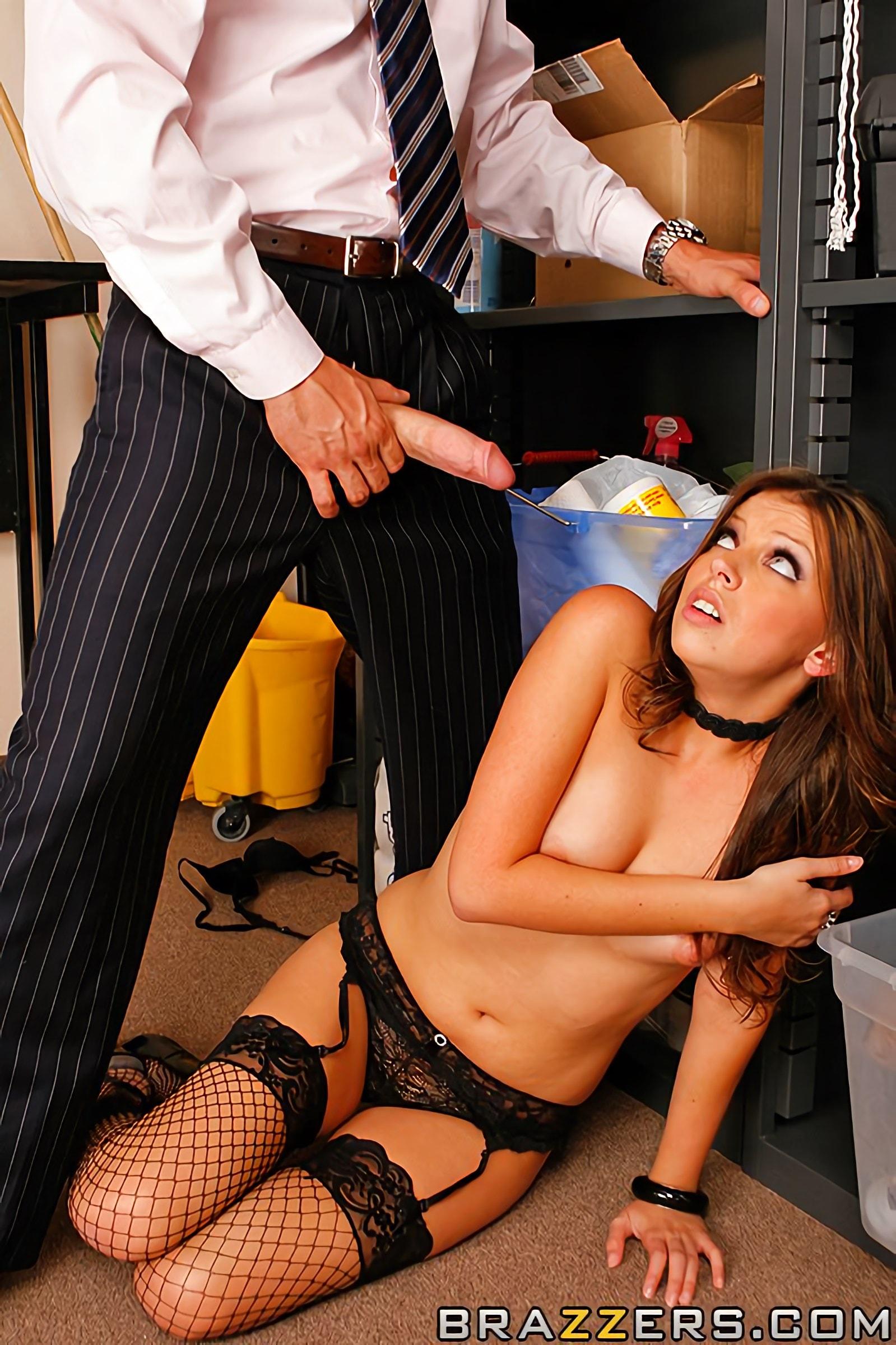Секретаршу наказывает босс порно