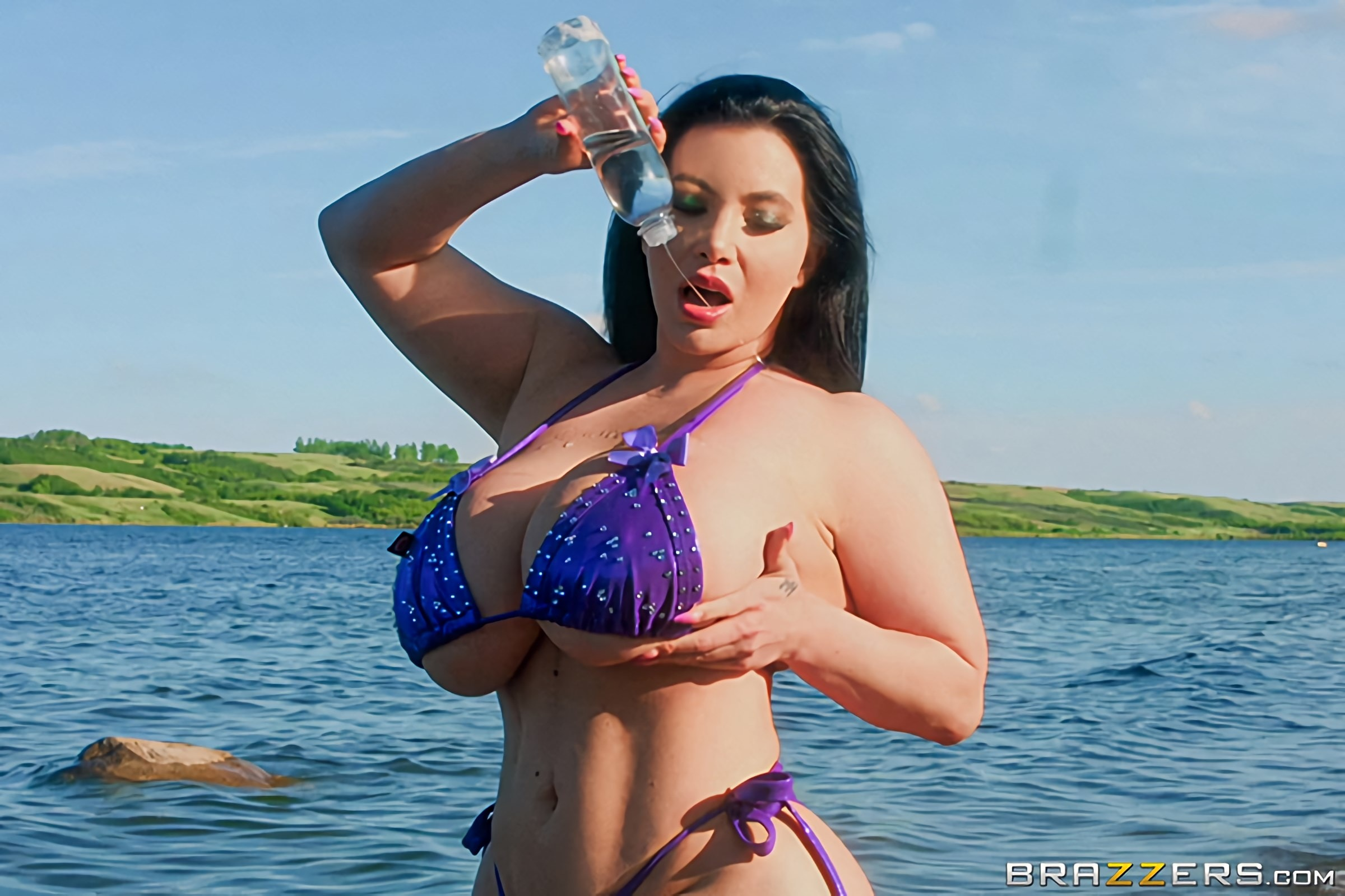 Korina Kova - Korina's Hot Fun In The Sun | Picture (1)