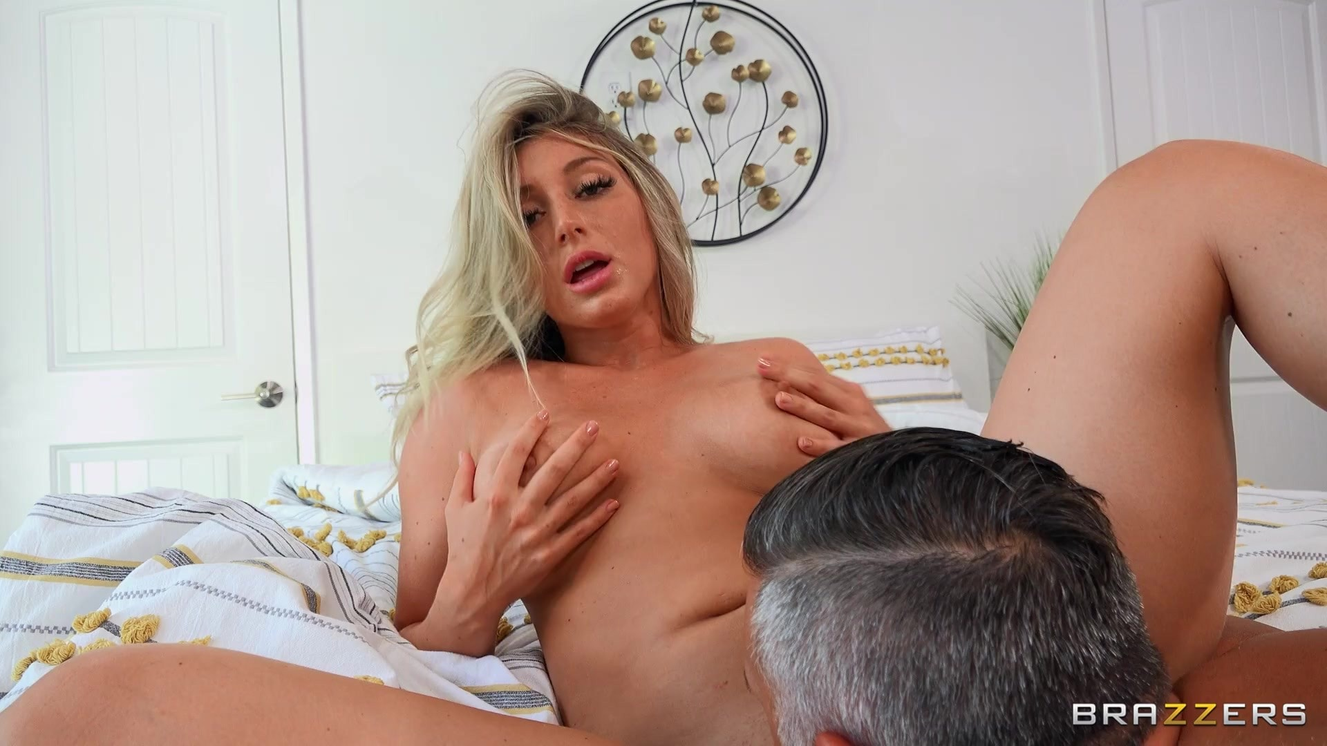 Kayley Gunner - Gift That Keeps On Fucking | Picture (4)