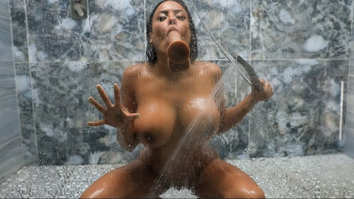 Luna Star in Shower Squirt