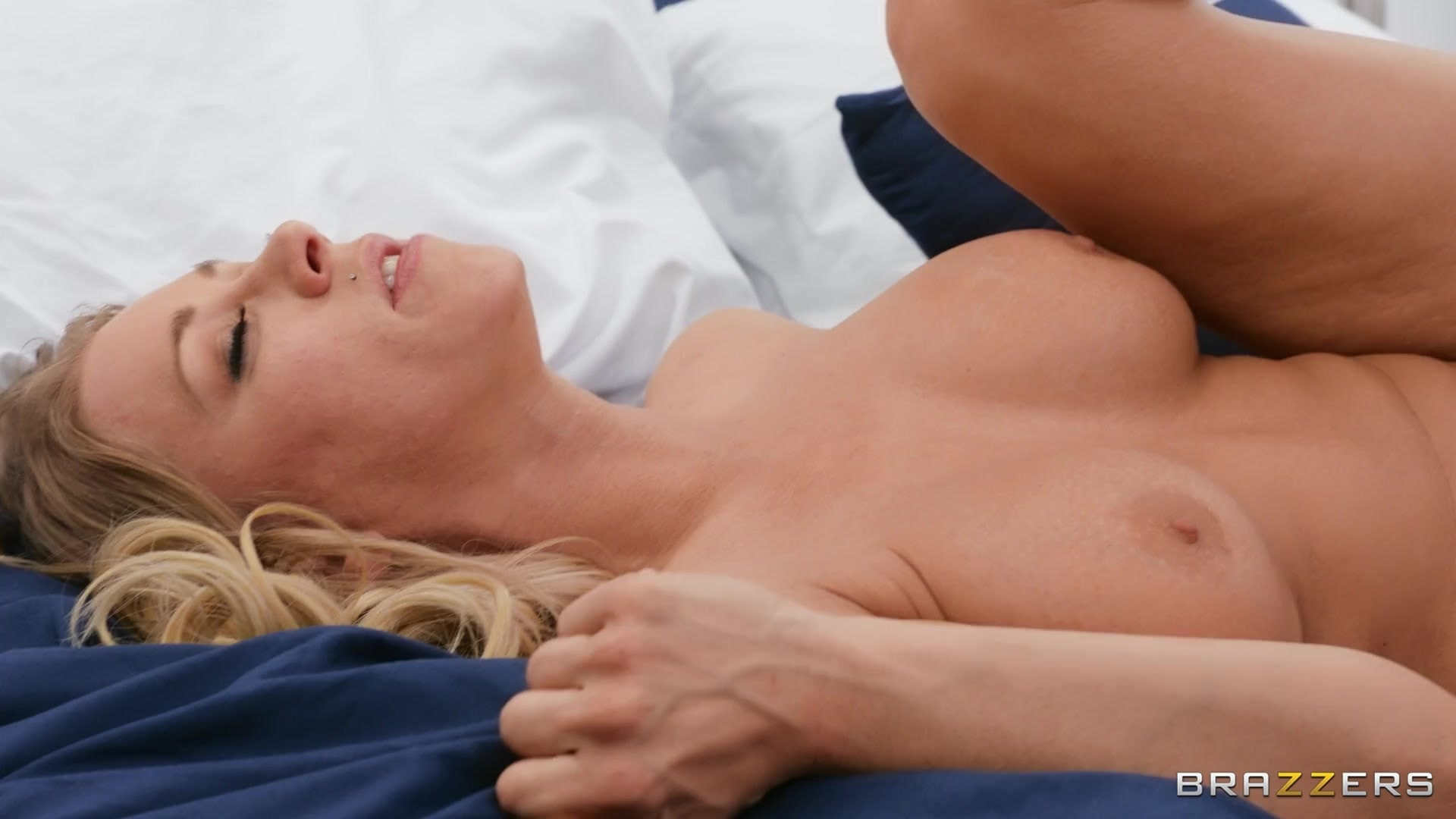 Katie Morgan - Don't Wake Your Girlfriend! | Picture (3)