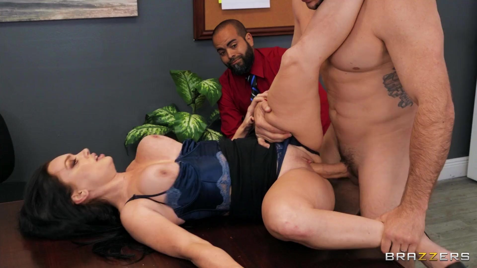 Leila LaRocco - Getting Her Husband A Raise | Picture (4)