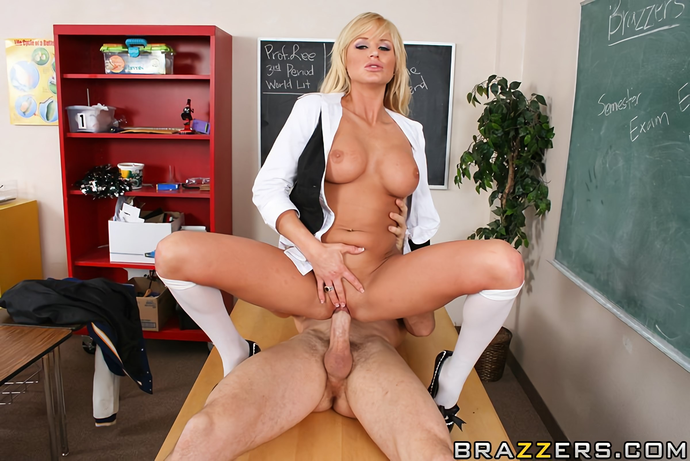 Brooke Belle - Gotta Get The Star On Board | Picture (13)