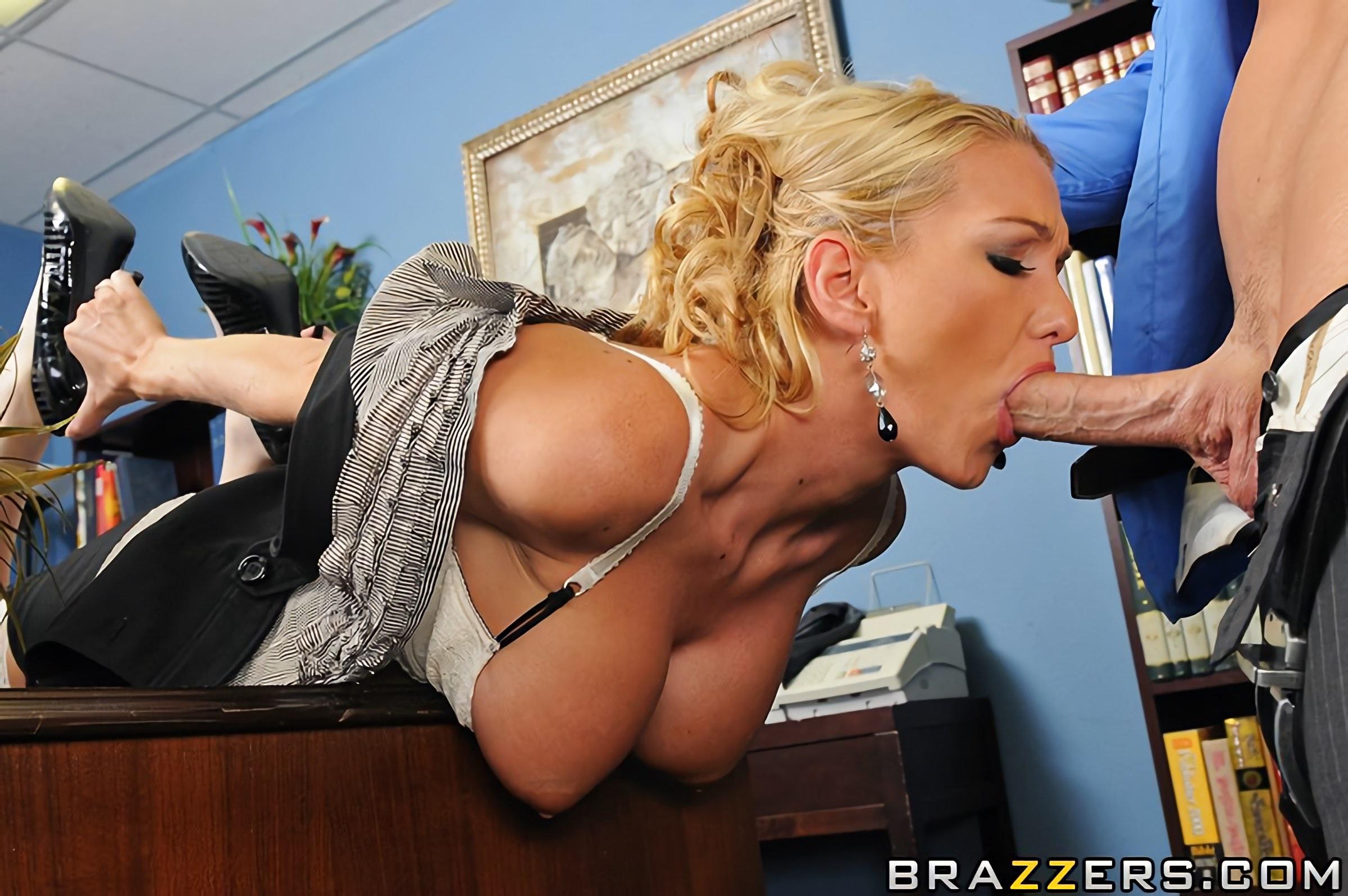 босс трахает большие сиськи зашли к шефу и отвлекли его от дела порно сайт удовольствием