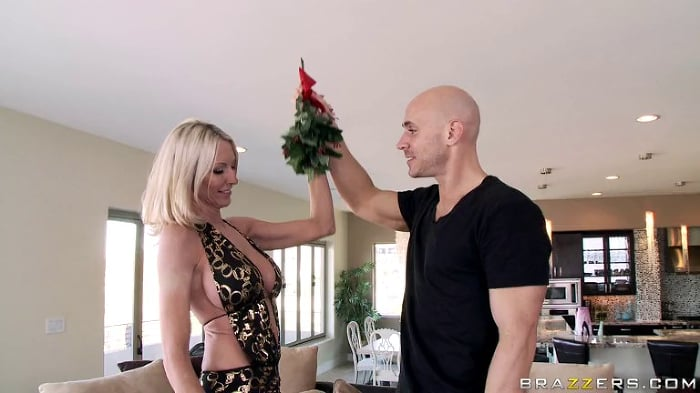 Emma Starr in Milf Party Planner Fucks The Host