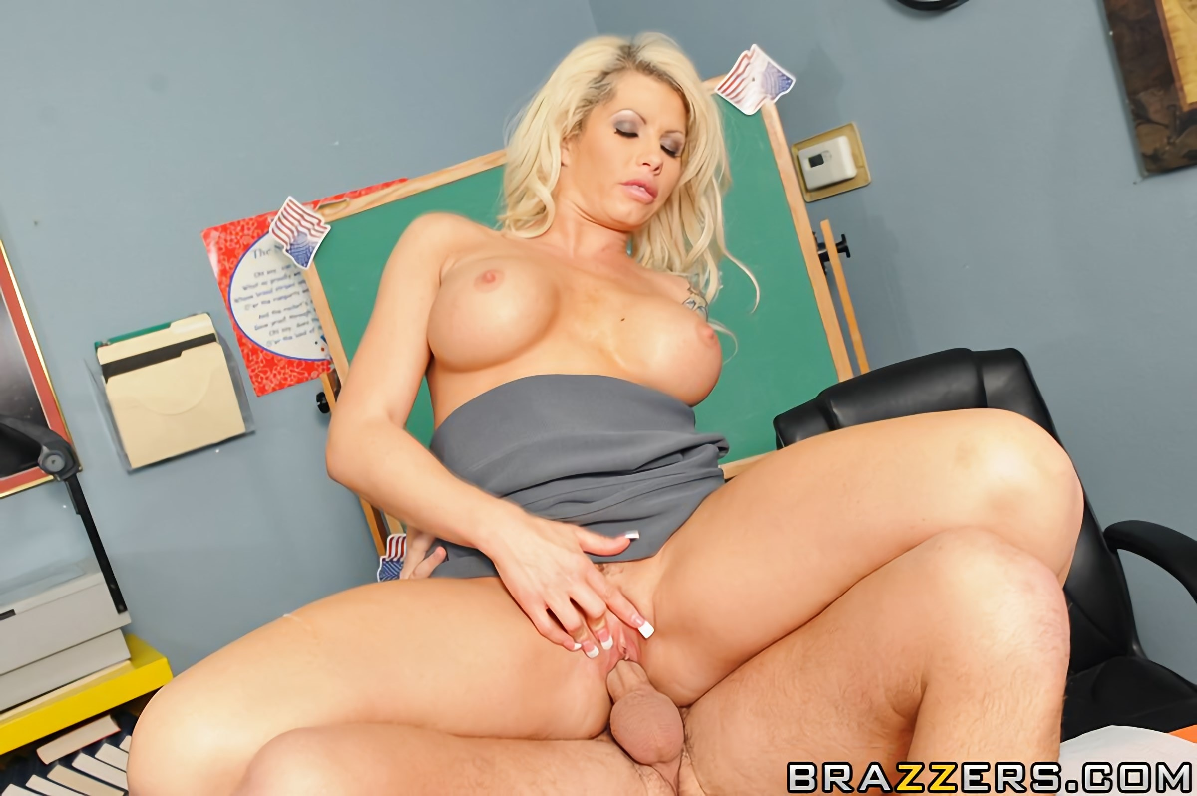 Brooke Haven - Paying Her Union Dues | Picture (11)
