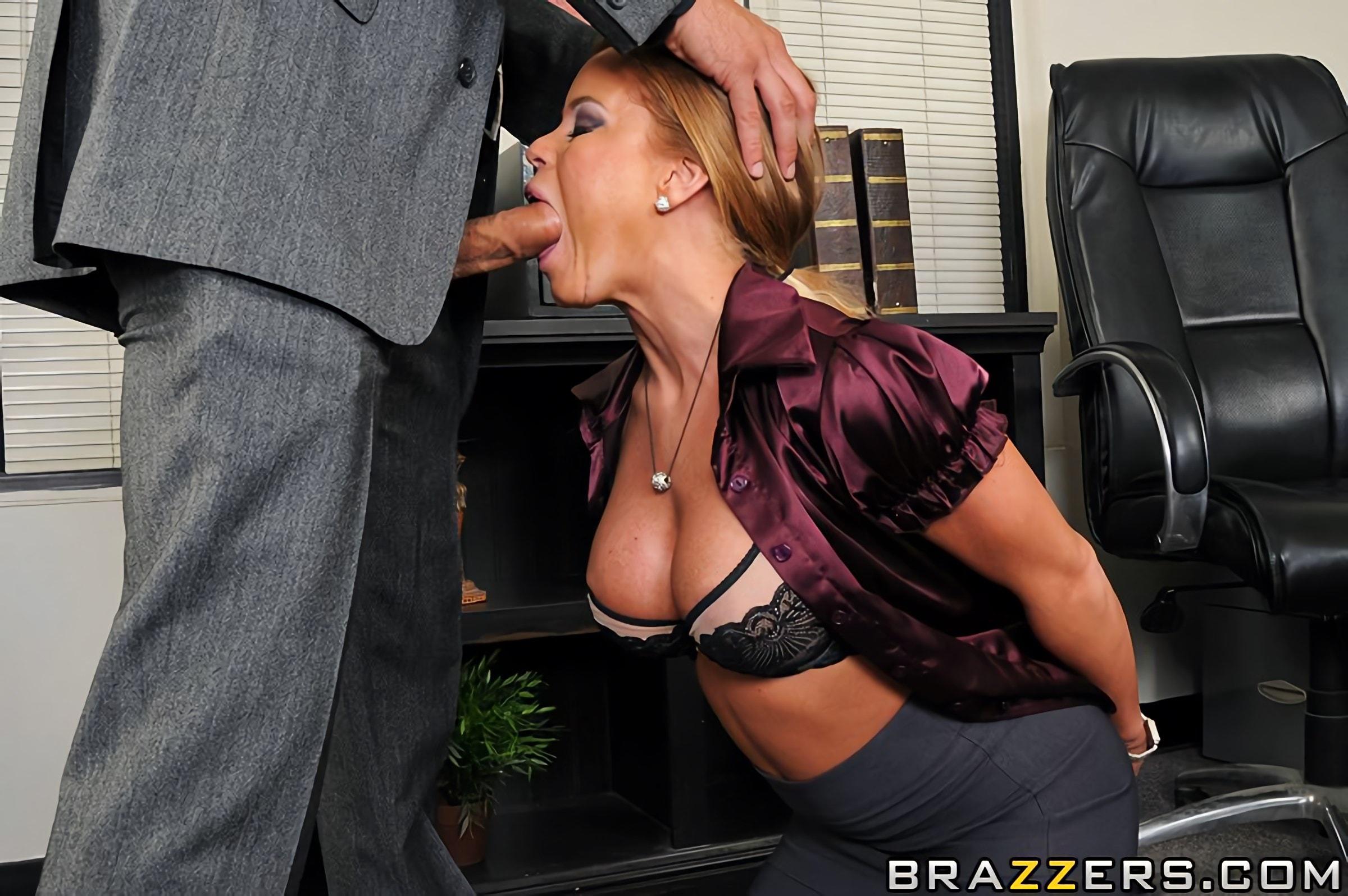 своего отсасывает сисястая боса у секретарша