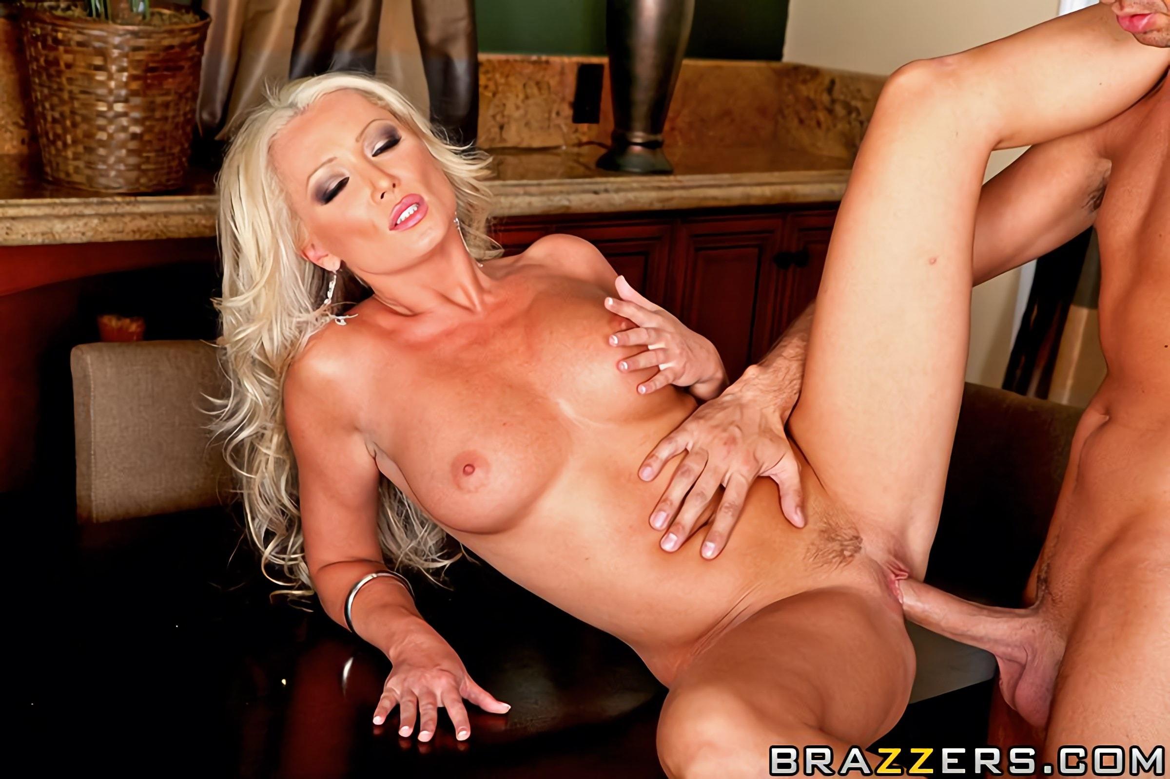 Diana doll порно видео хотел
