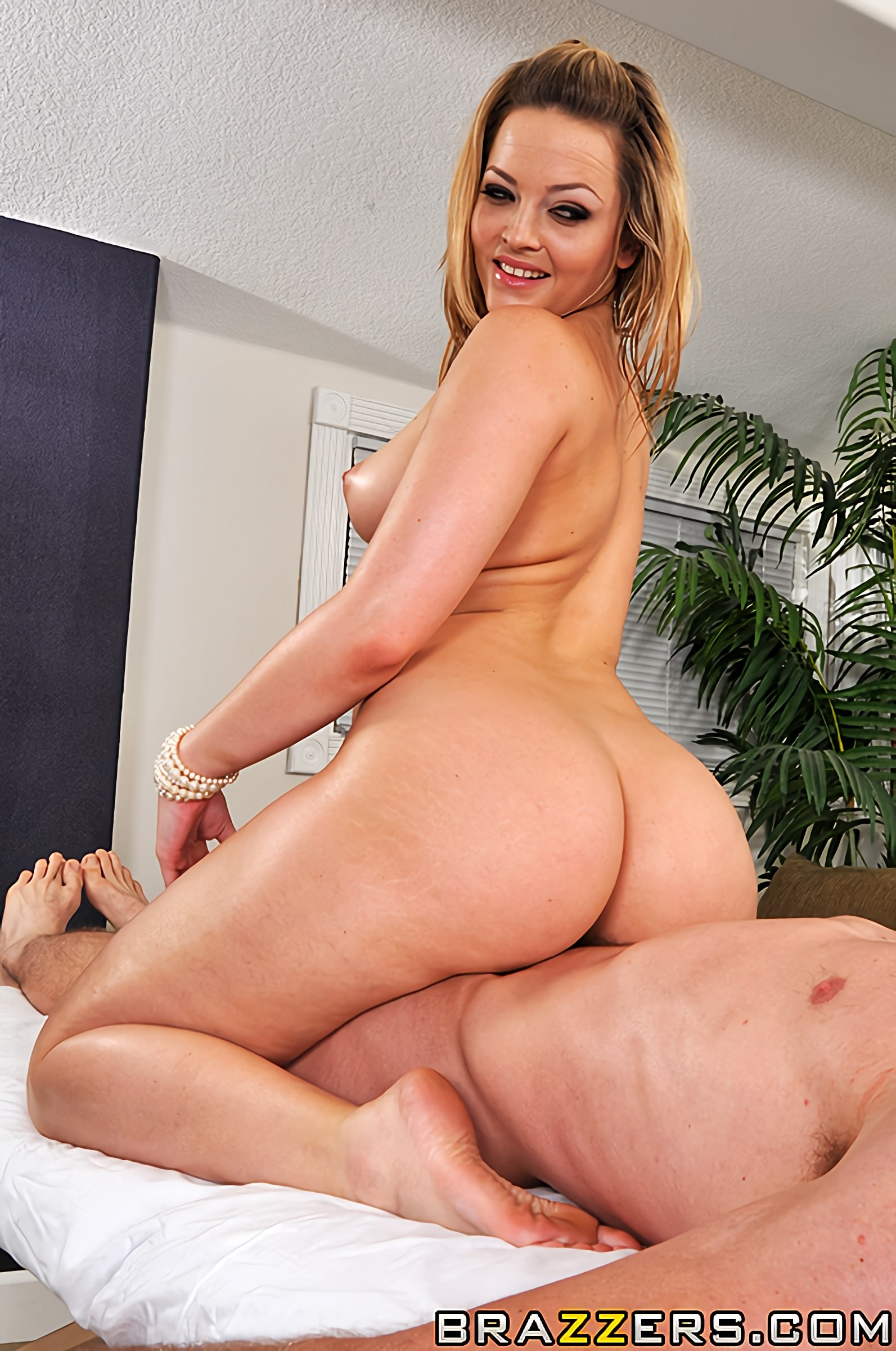 Alexis Texas - A Texas-Sized Massage | Picture (8)