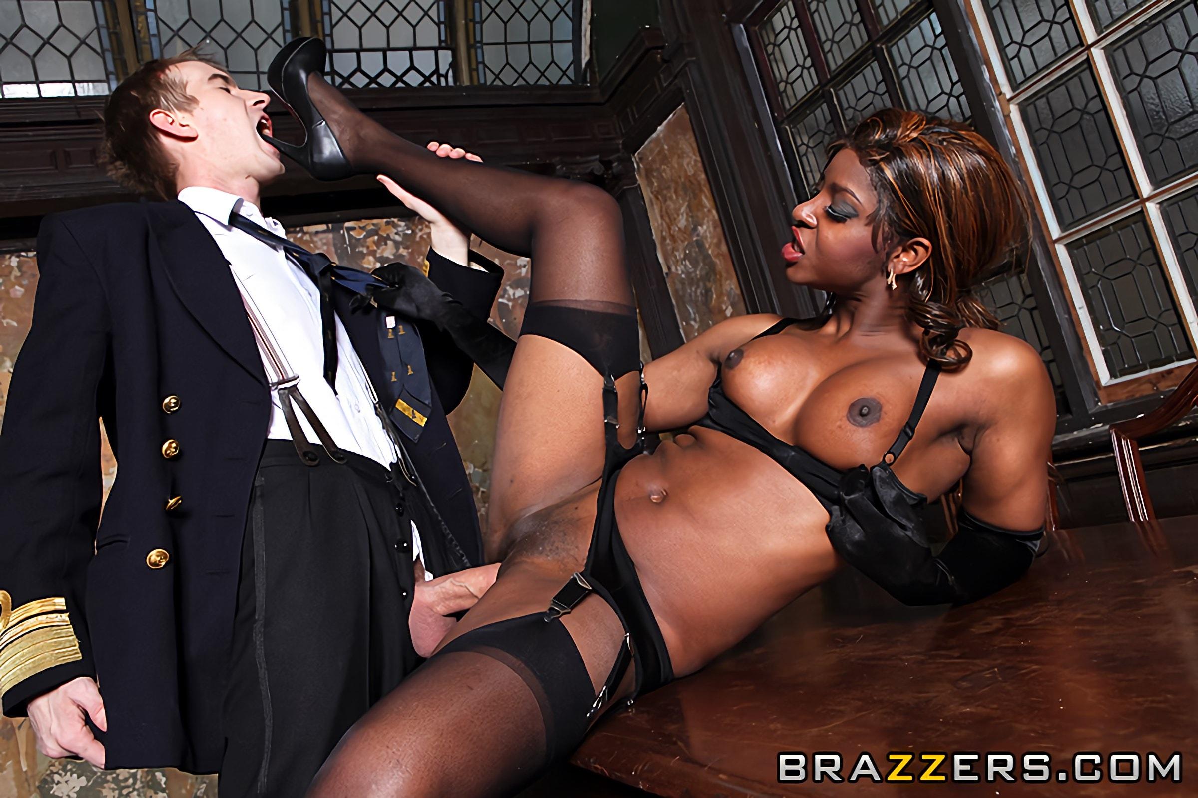 Порно секс с королевой англии
