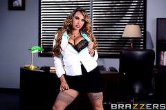 Holly Halston - Im the Boss Now, Bitch | Picture (1)