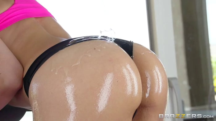 Sarah Vandella in Spin Class With Extra Ass