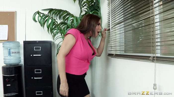 Diamond Foxxx in Office Tease