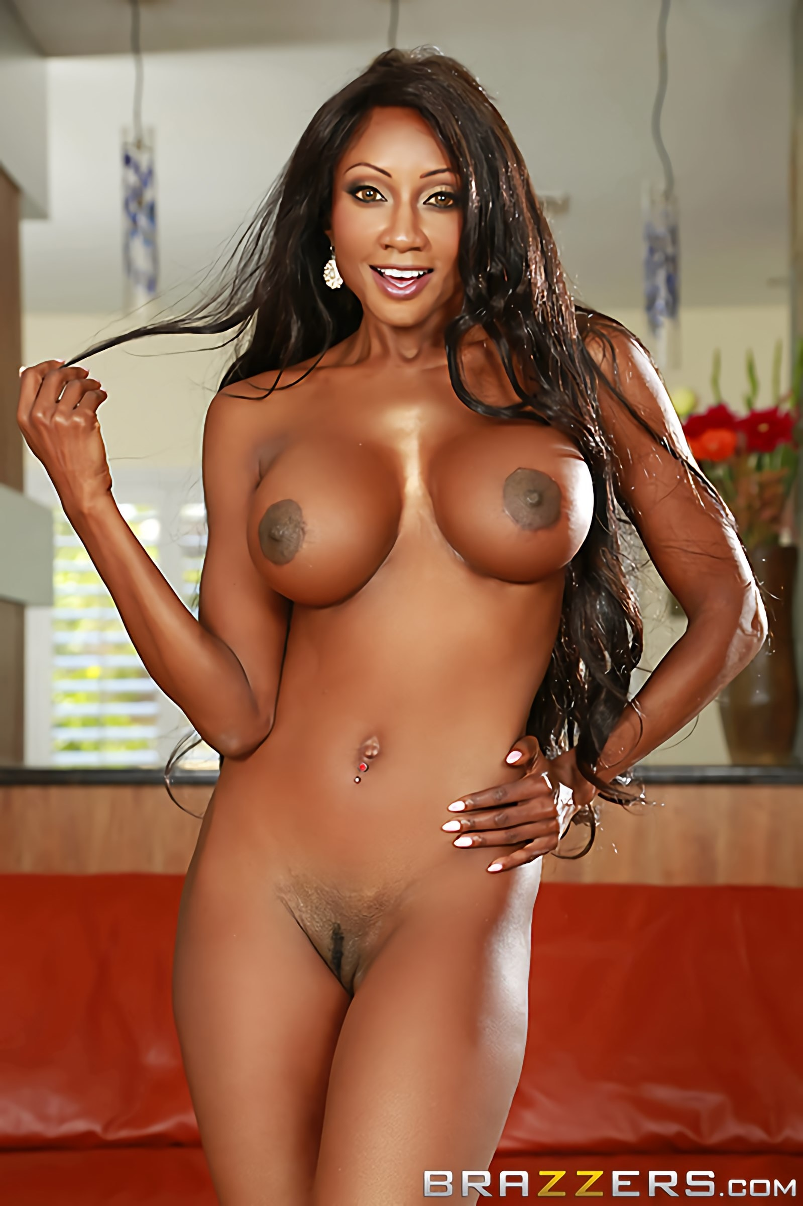 Diamond Jackson - Busted and Busty | Picture (11)