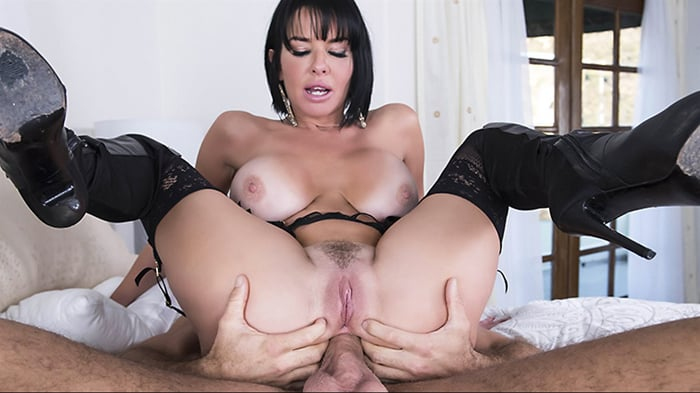 Veronica Avluv in The Other Way Around