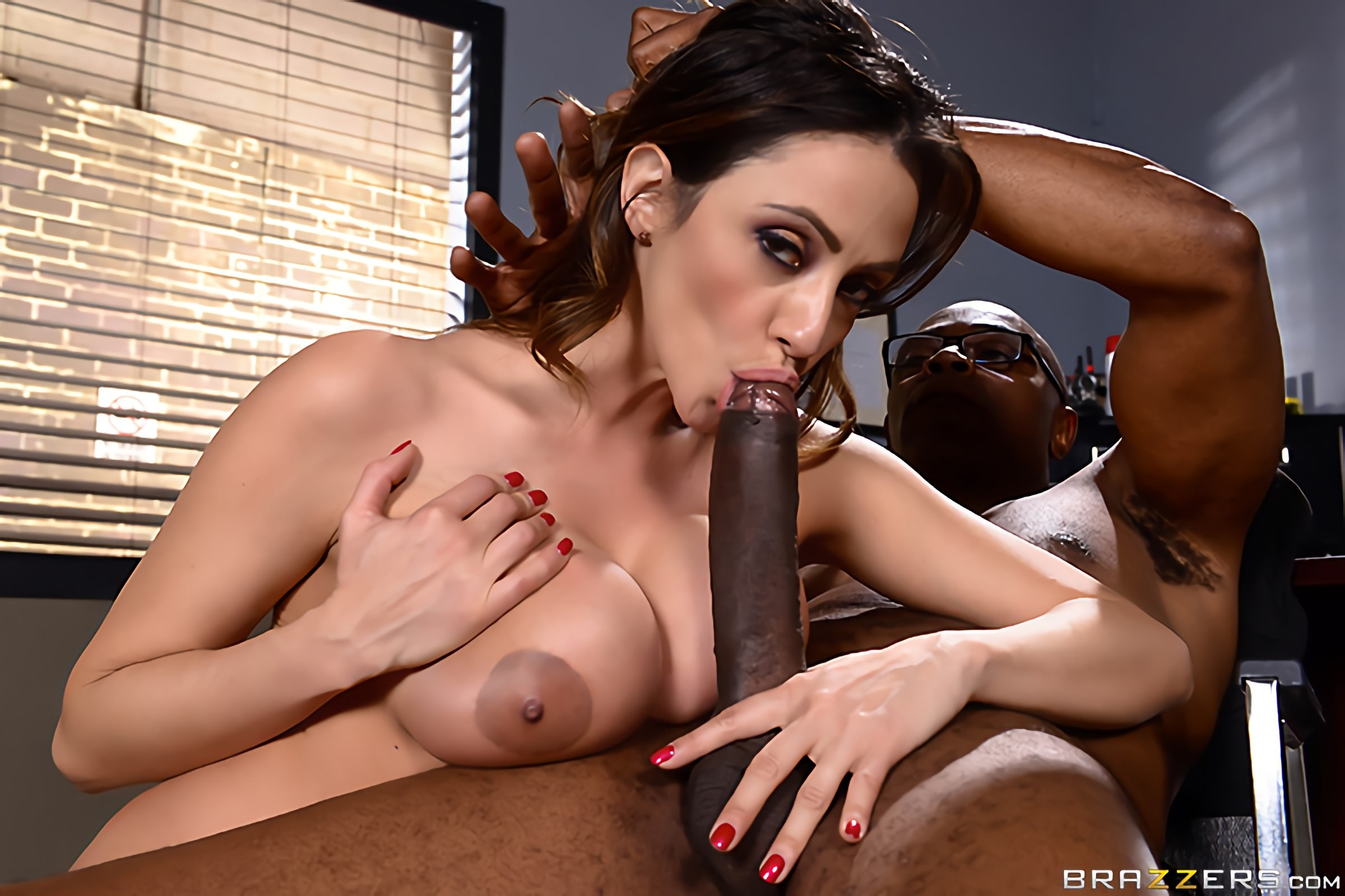 Ariella Ferrera - Milf Squad Vegas- Youre Off The Case Ferrera | Picture (3)