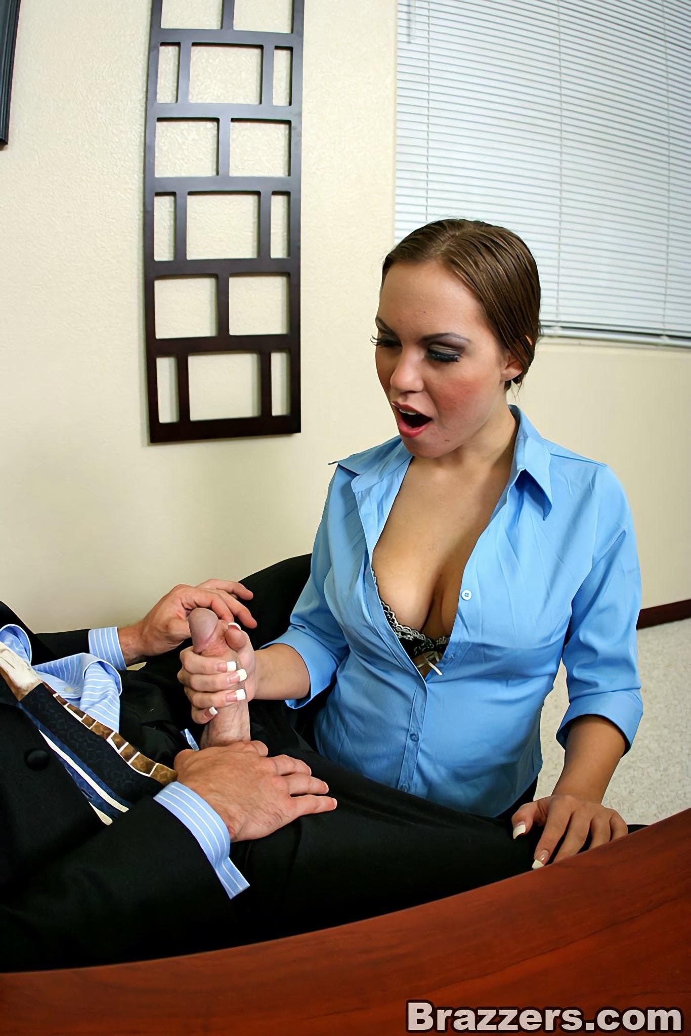 Секретарша дрочит начальнику на работе, наиболее классный секс в мире