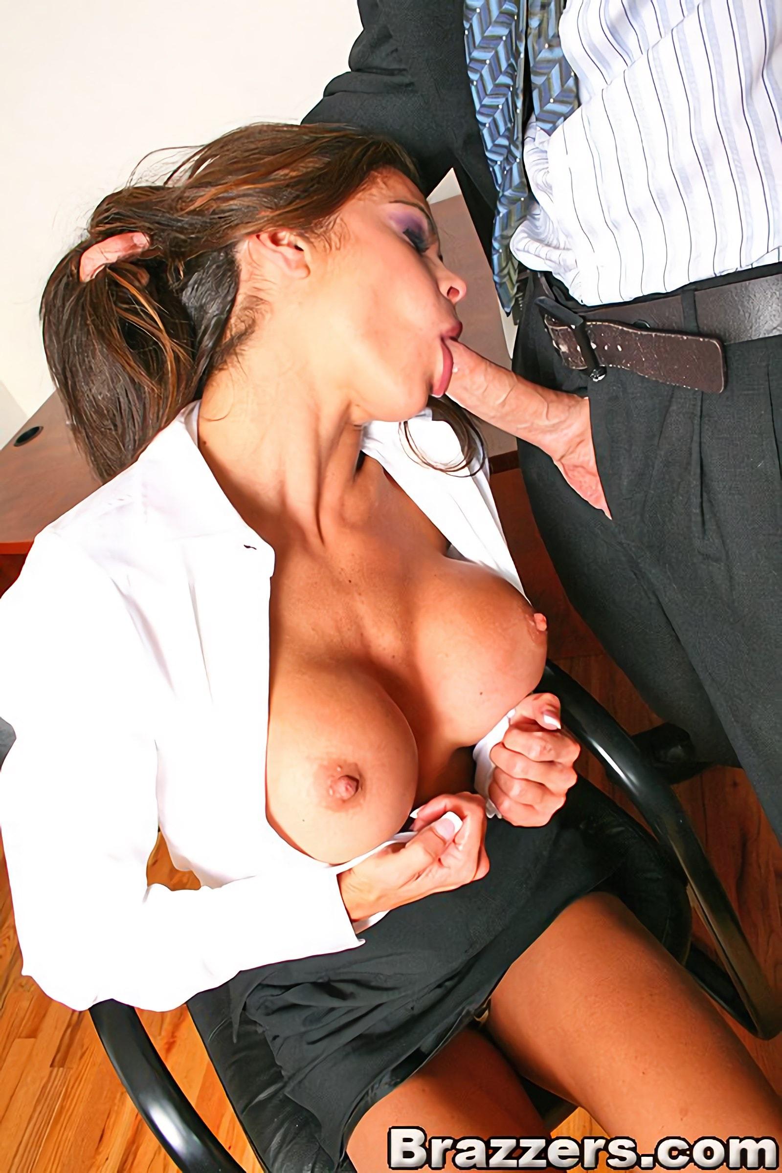 Порно реально кончает секретарша 13