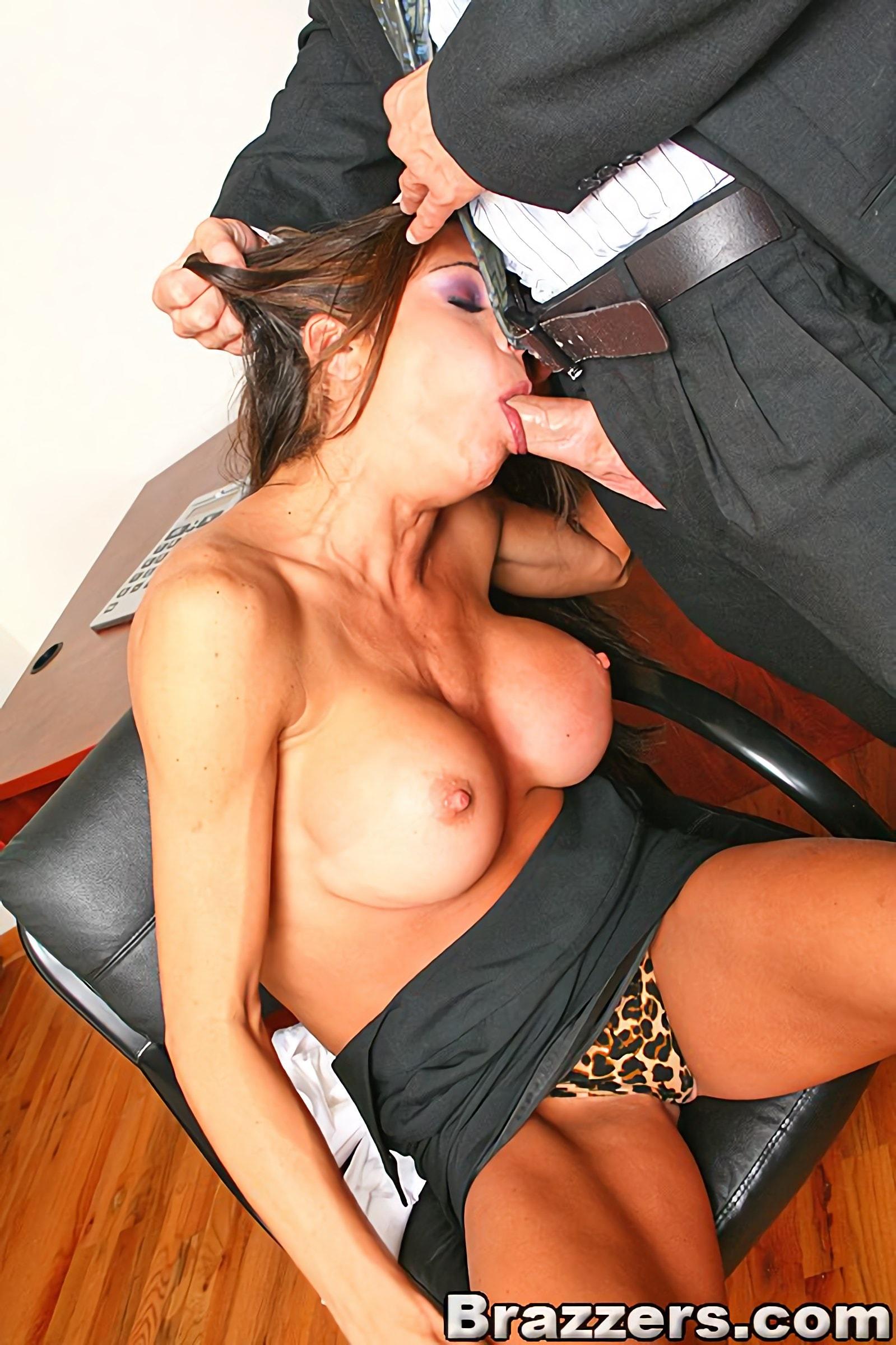 Порно реально кончает секретарша 6