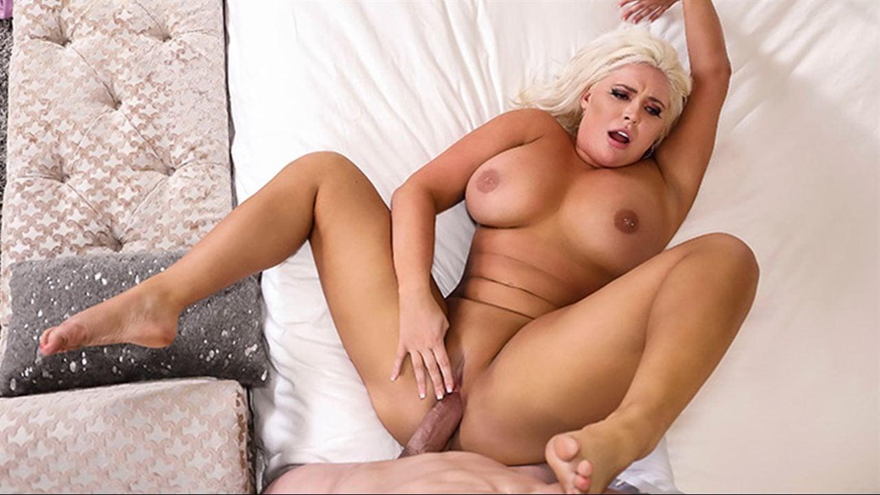 Blonde bombshell kagney lynn karter having sex with masseuse after massage