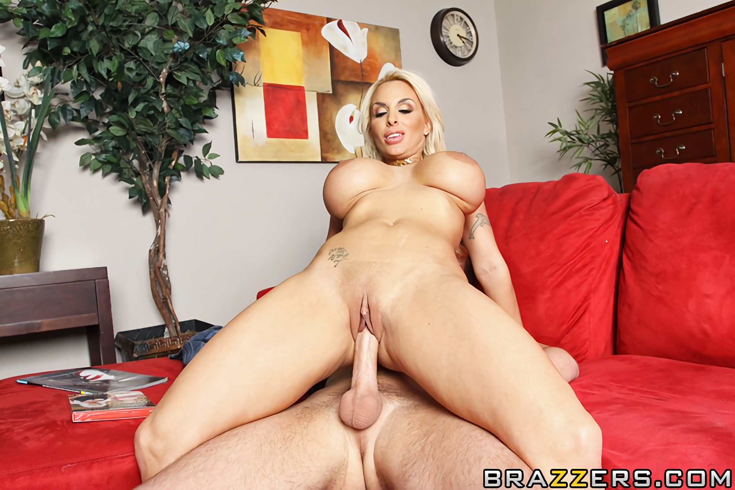 Myfriendshotmom holly halston fatbutt suck fucked together free pornpics sexphotos xxximages hq gallery