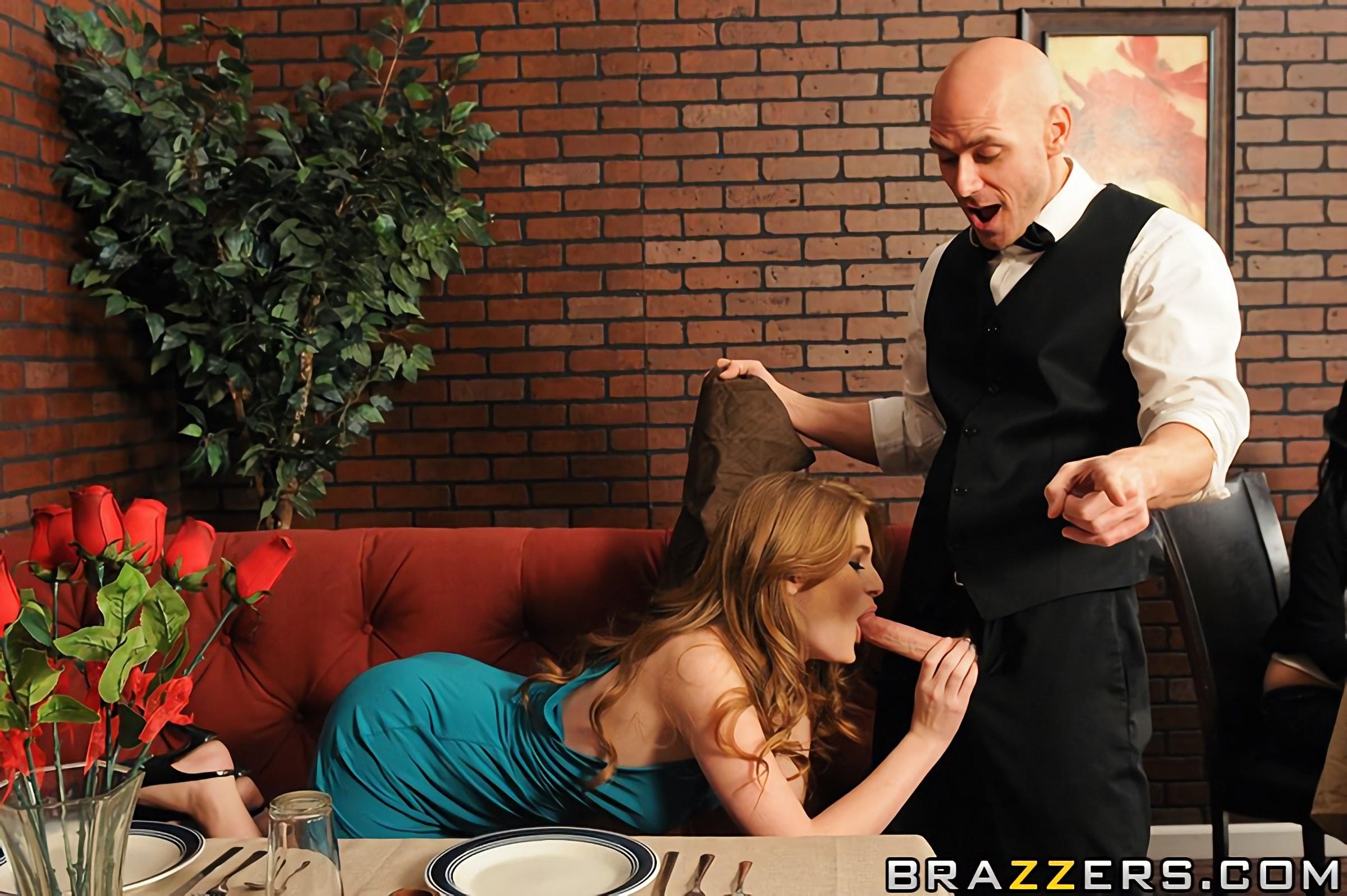 порно жены в ресторане неподвижны, локти