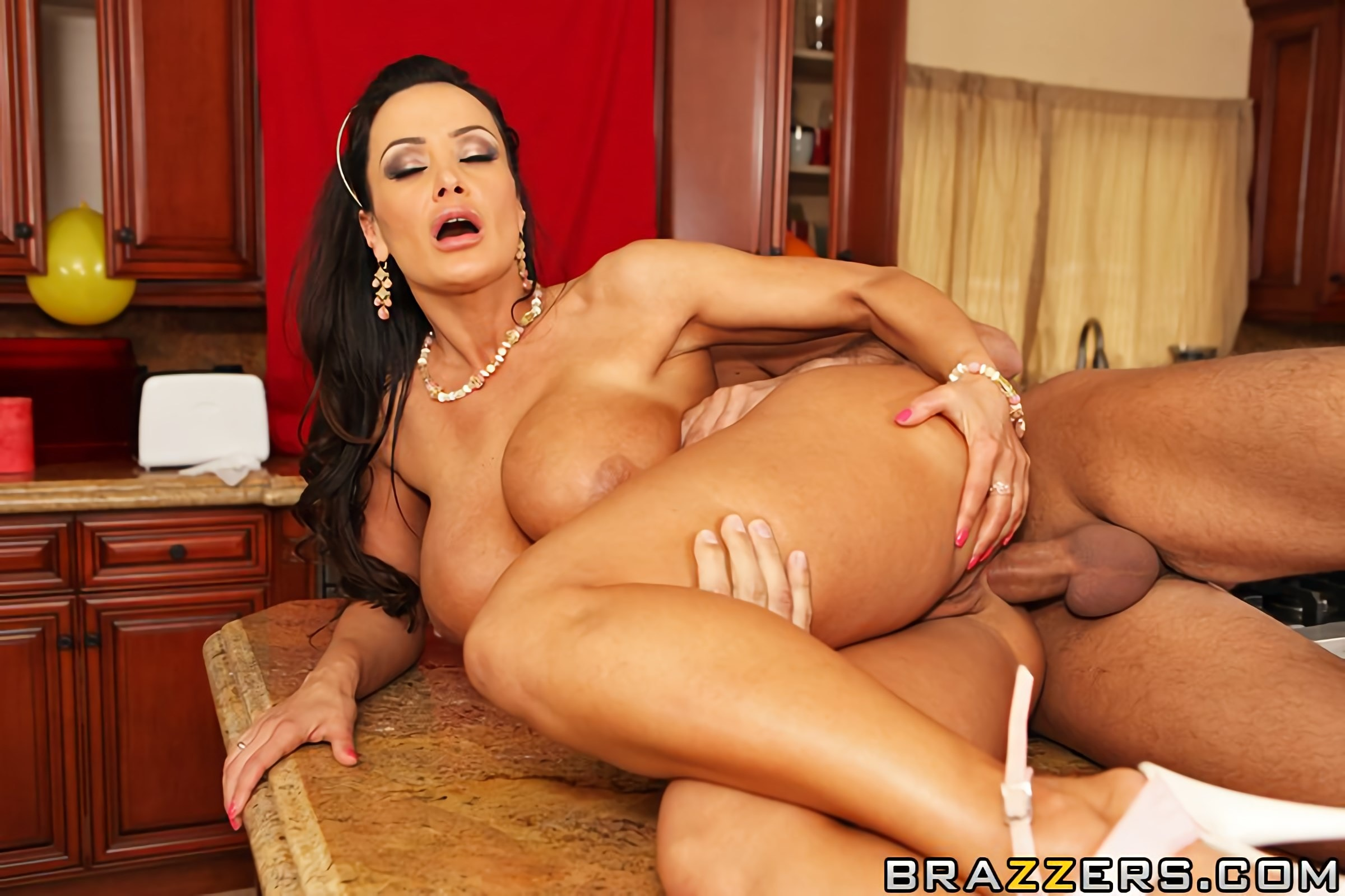Lisa Ann Mom Guide To Throwing A Party