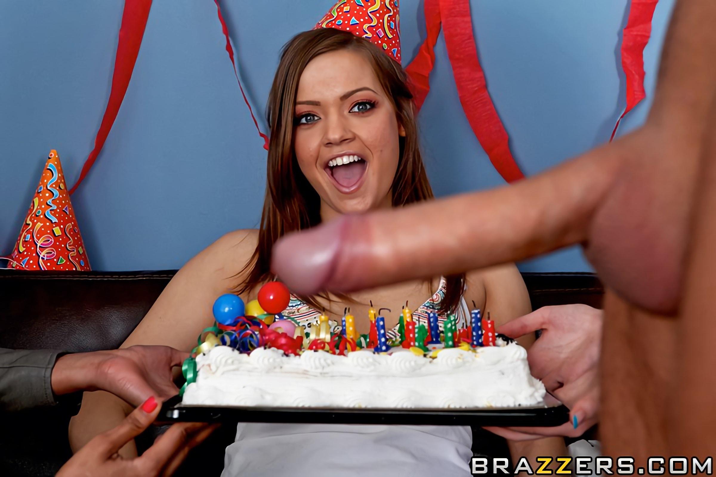 Жена подарила на день рождения подружку порно — photo 7