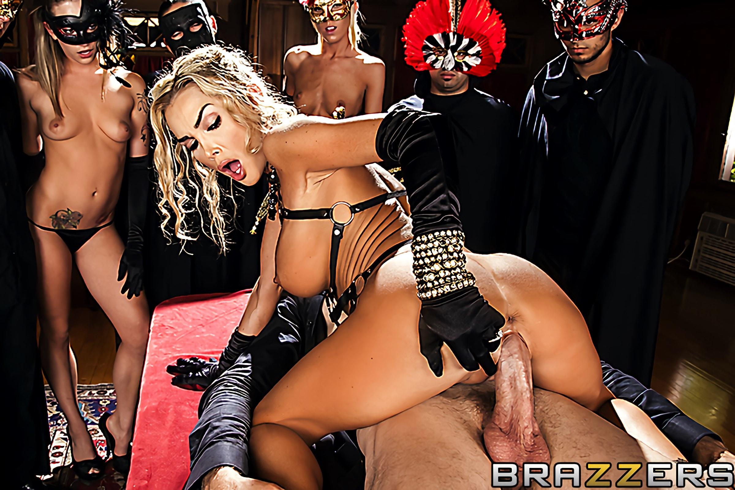 порнофильм в масках