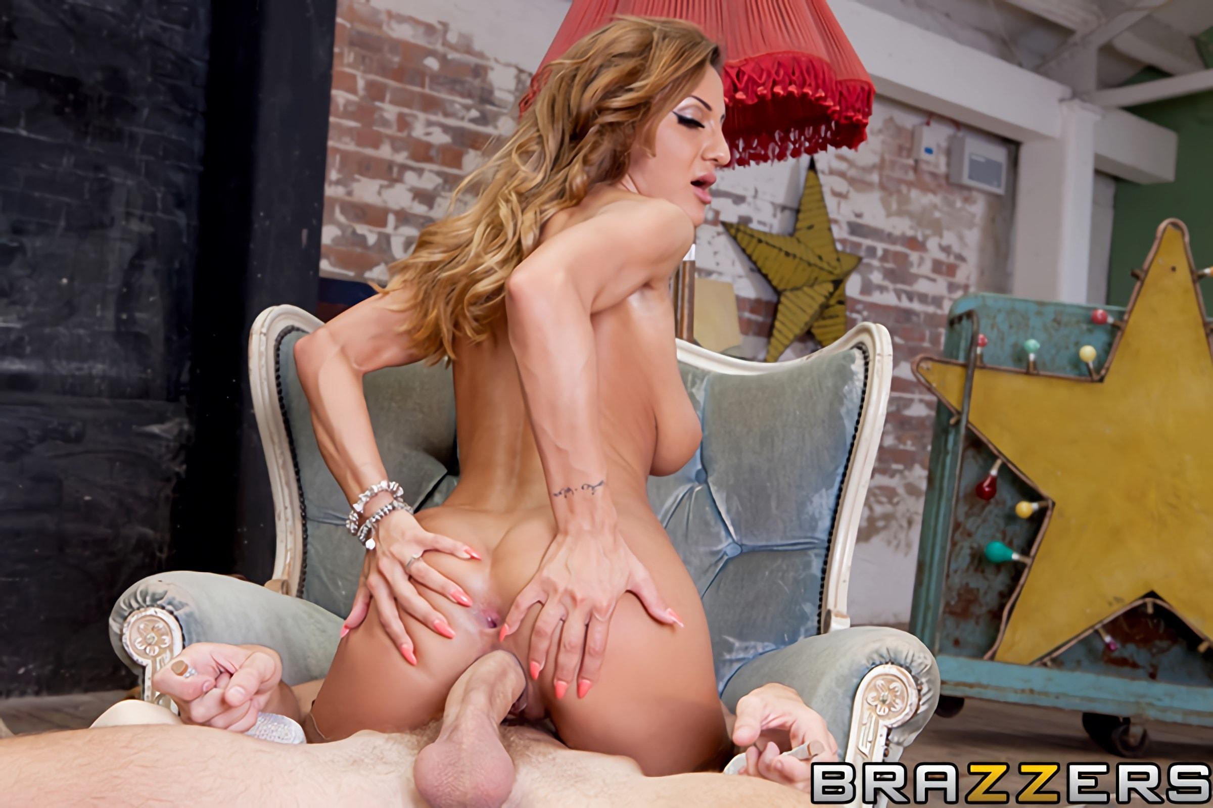 Sarah shevon lesbian anal_pic15402